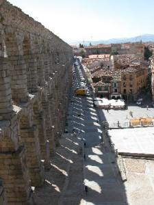 akvædukt-skyggge
